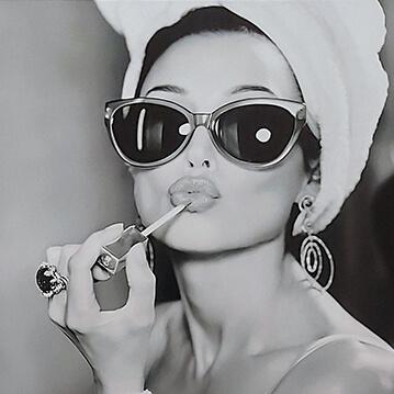 Audrey Hepburn 01 sq 72ppi TINY